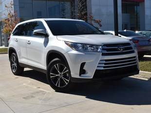 New 2019 Toyota Highlander LE I4 SUV in Oxford, MS