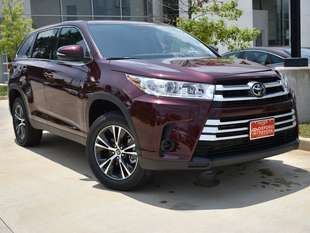 New 2019 Toyota Highlander LE V6 SUV in Oxford, MS