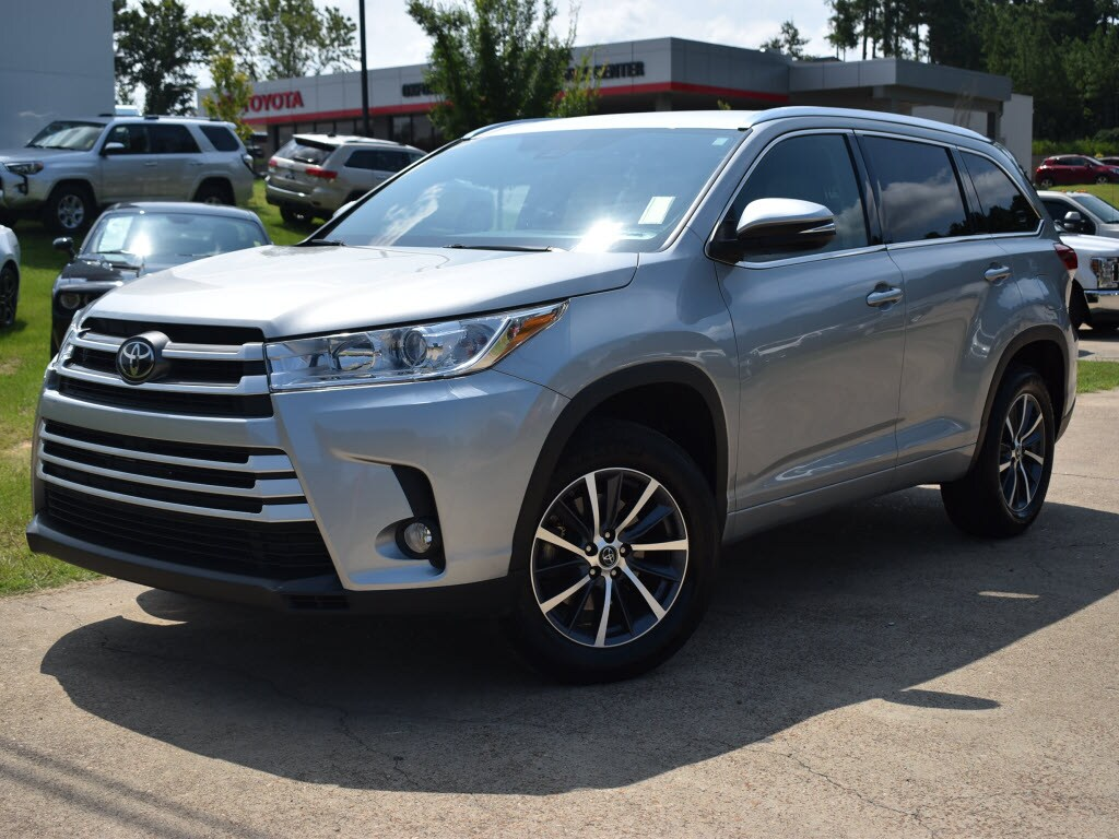 Certified Pre-Owned 2017 Toyota Highlander XLE V6 Front-Wheel Drive XLE SUV For Sale Oxford, MS