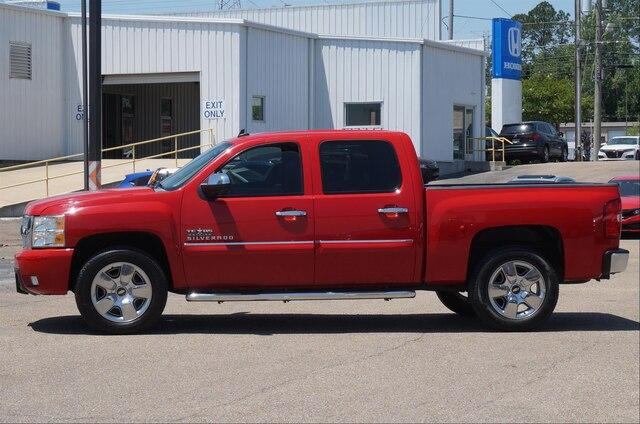 Pre-Owned 2011 Chevrolet Silverado 1500 Crew Cab Short Box 2-Wheel Drive LT