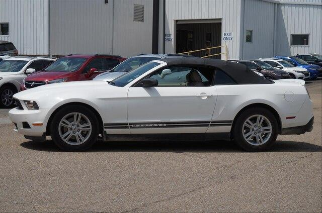 Pre-Owned 2011 Ford Mustang 2dr Conv V6