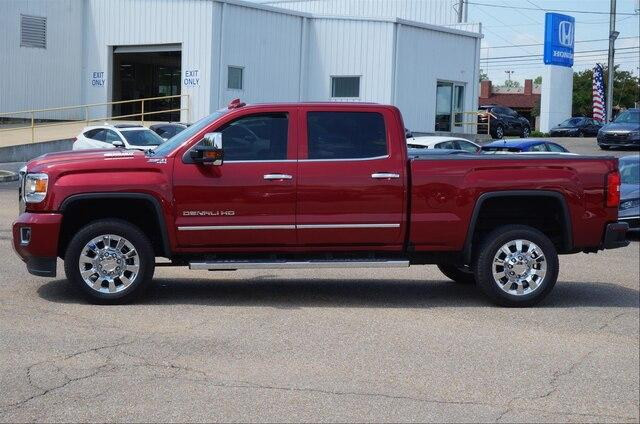 Pre-Owned 2018 GMC Sierra 2500HD Crew Cab Standard Box 4-Wheel Drive Denali