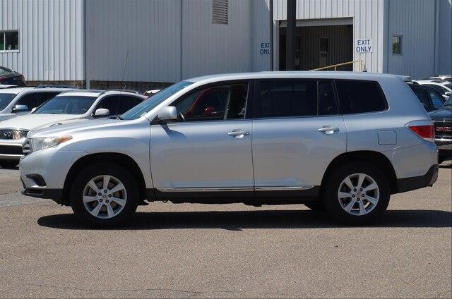 Pre-Owned 2011 Toyota Highlander FWD 4dr V6 Base (Natl)