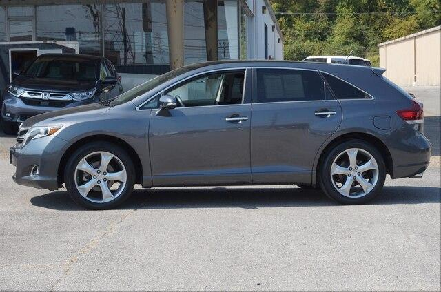 Pre-Owned 2013 Toyota Venza 4dr Wgn V6 FWD LE (Natl)