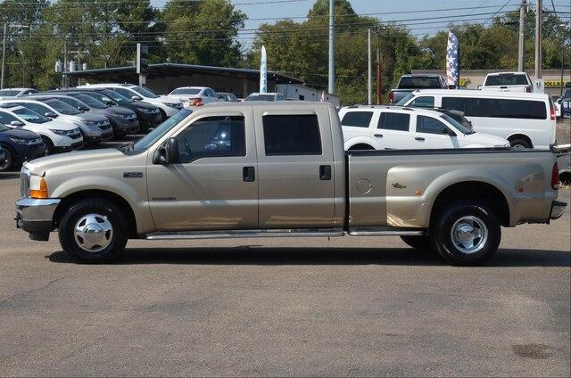 Pre-Owned 2001 Ford Super Duty F-350 DRW 2WD Crew Cab 6-3/4 Ft Box XLT