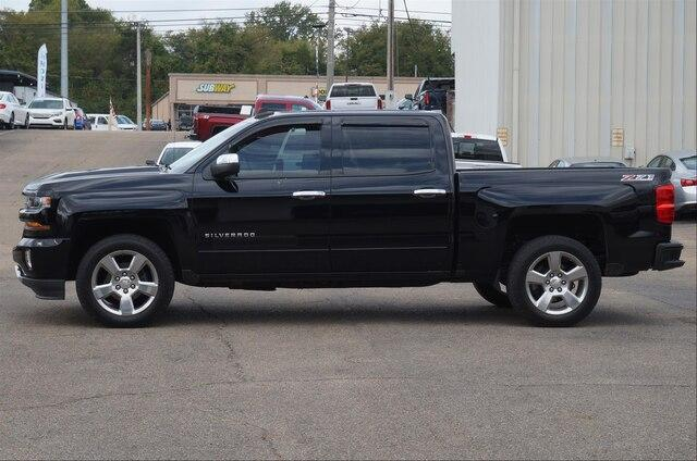 Pre-Owned 2017 Chevrolet Silverado 1500 Crew Cab Short Box 4-Wheel Drive LT Z71