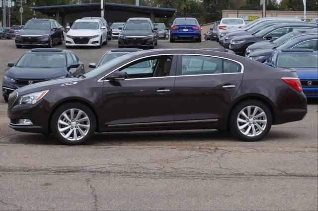 Pre-Owned 2015 Buick LaCrosse FWD Leather